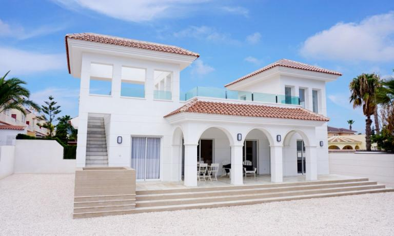 Neubauvilla im mediterranen Stil in Doña Pepa in Nieuwbouw Costa Blanca